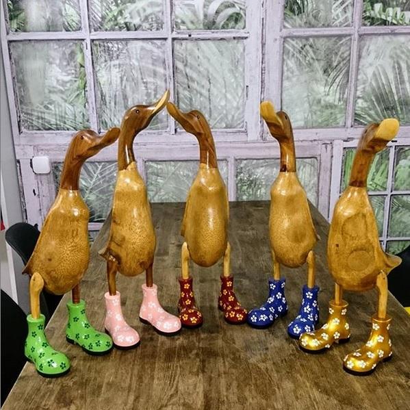 Декоративная Утка в ботинках 26 см