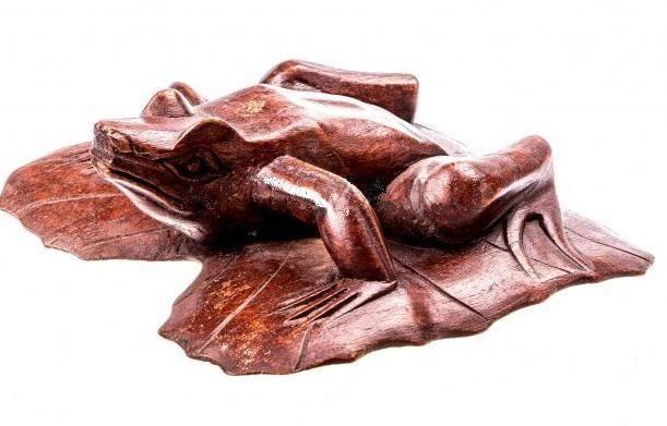 Фигурка Лягушка на листе
