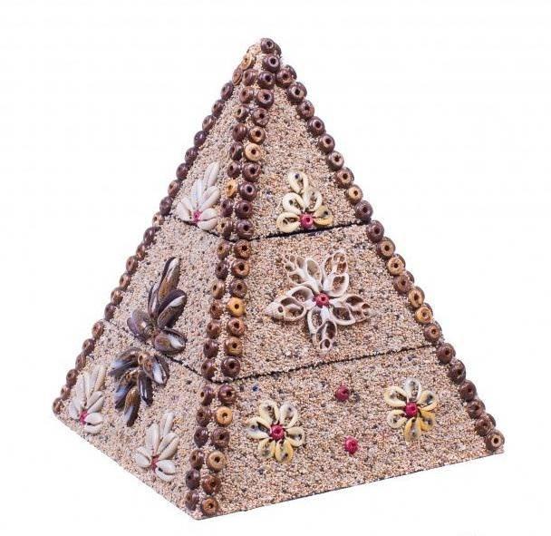 Шкатулка-пирамида высота 20 см.