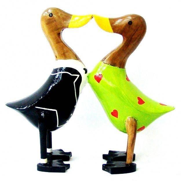 Фигурка из дерева Две влюбленные утки 30 см
