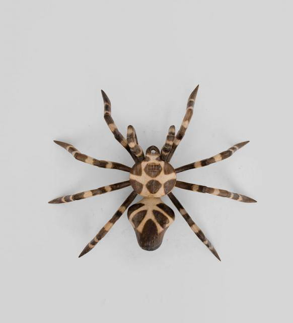 Фигурка  паука (албезия, о.Бали) 25см