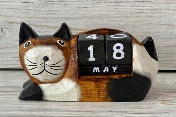 Календарь настольный с фигуркой 'Котик'