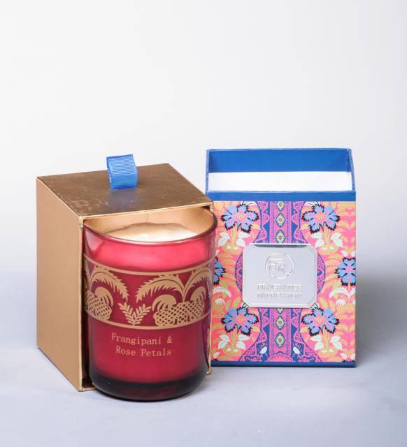 """Аромасвеча """"Франжипан и лепестки роз"""" в подарочной коробке"""