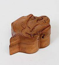 Шкатулка с секретом 12х5 см. Дельфины (красное дерево)