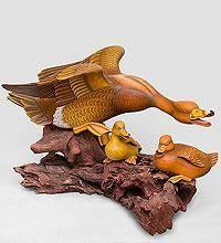Скульптура из дерева утки (о.Бали)