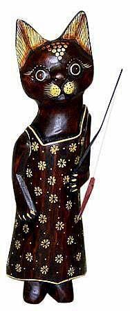 Деревянная фигурка 'Кошка рыбак' 40см.
