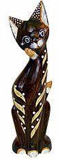Деревянная фигурка 'Кошечка полосатая с лапкой у мордочки' 25см